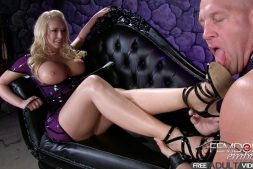 Femdomempire.com - Blow these toes Kagney Linn Karter 2014 Foot Worship